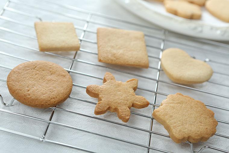 デコレーション前のアイシングクッキー