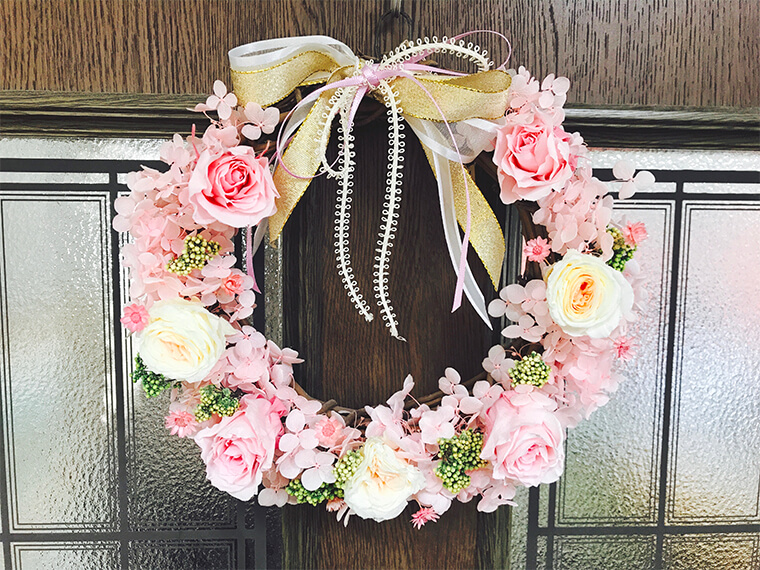 ピンクのバラのプリザーブドフラワーリース