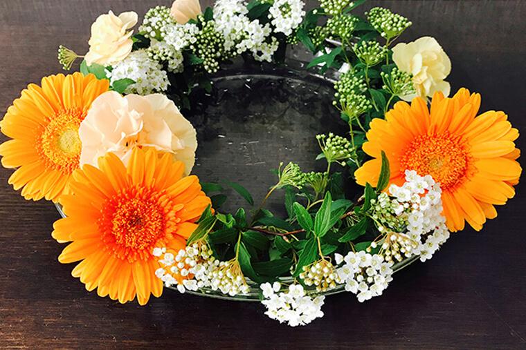 生花のリース オレンジのガーベラ