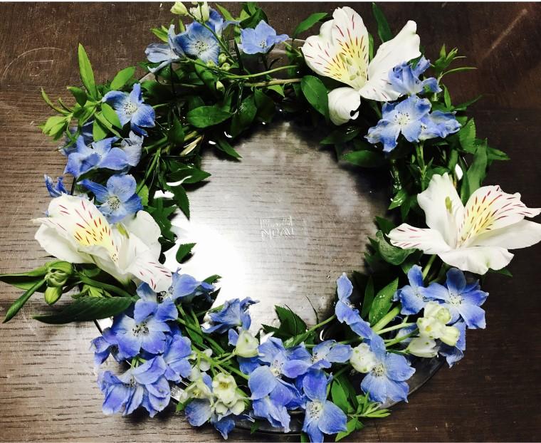 おしゃれな生花のテーブルリース