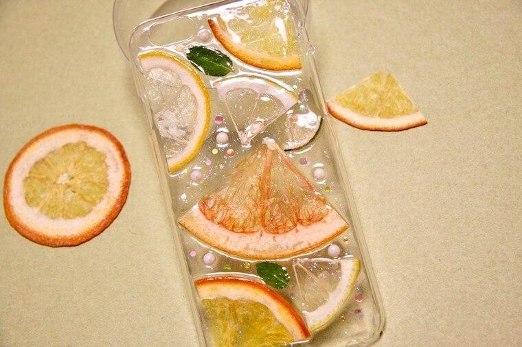 オレンジのスマホケース