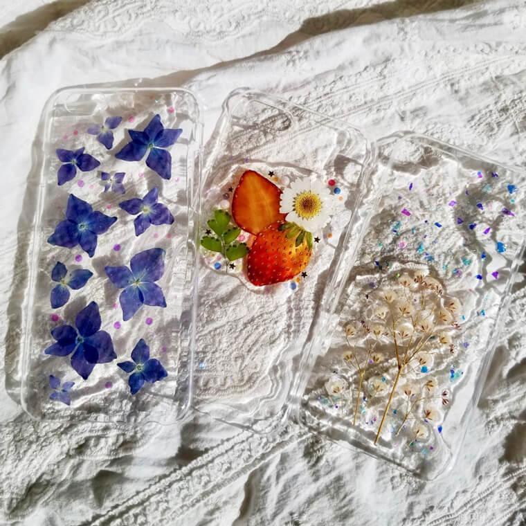 押し花と押しフルーツのスマホケース