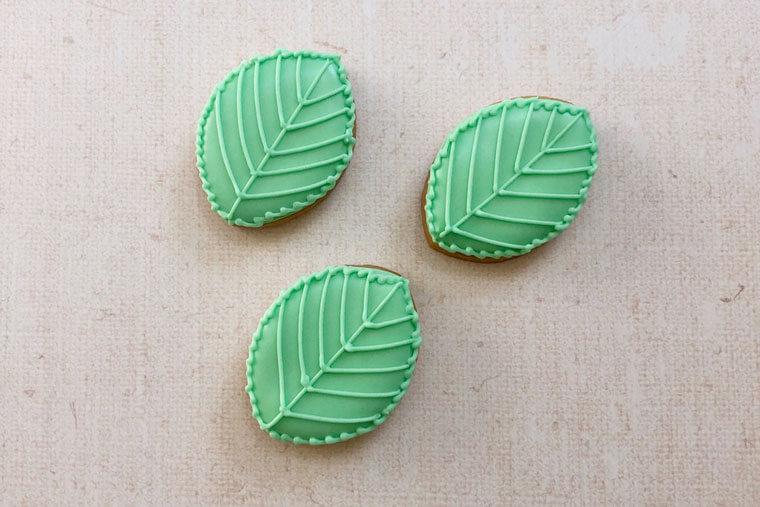 紫陽花のアイシングクッキーの作り方 葉っぱの描き方
