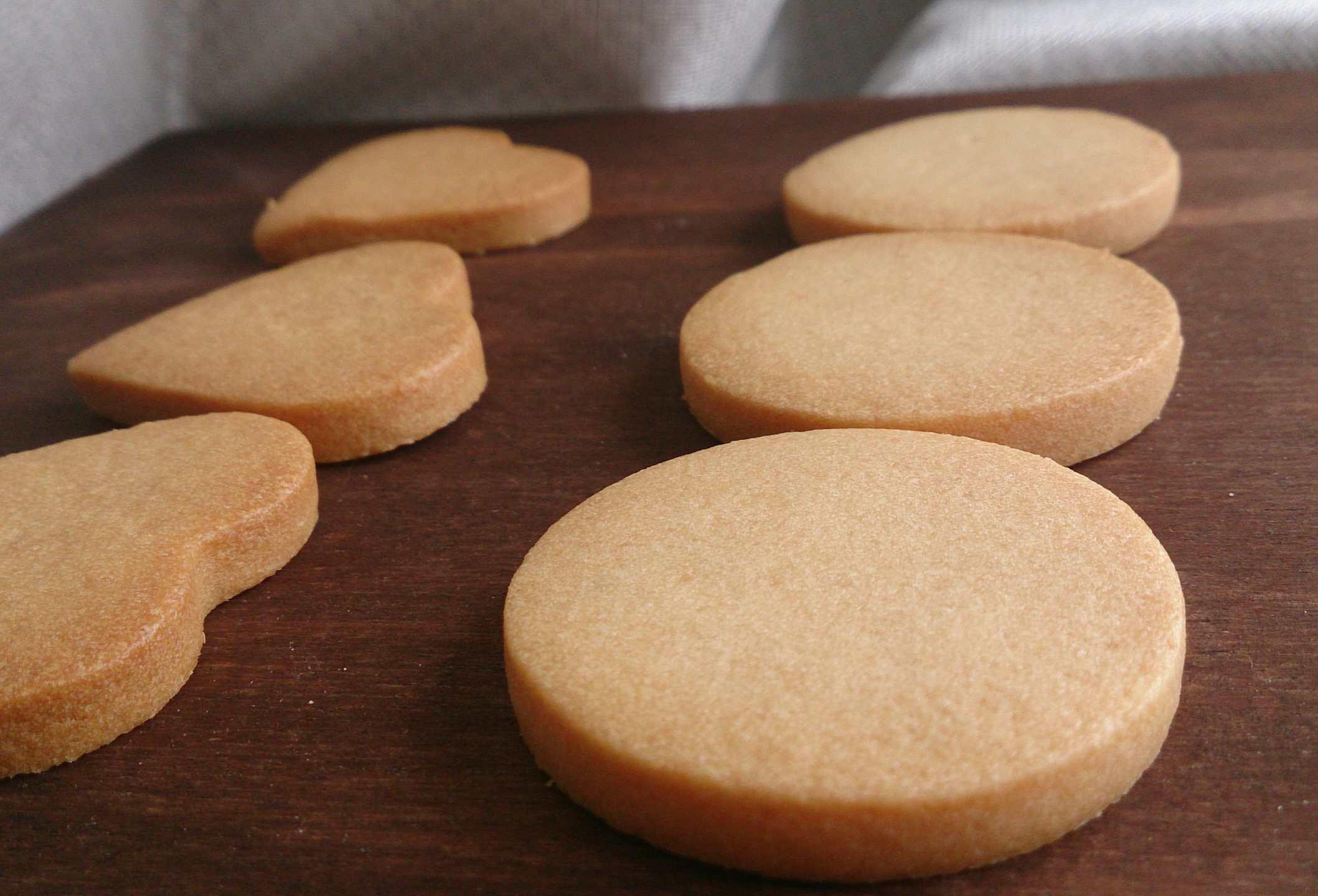 アイシングクッキー用のプレーンクッキー