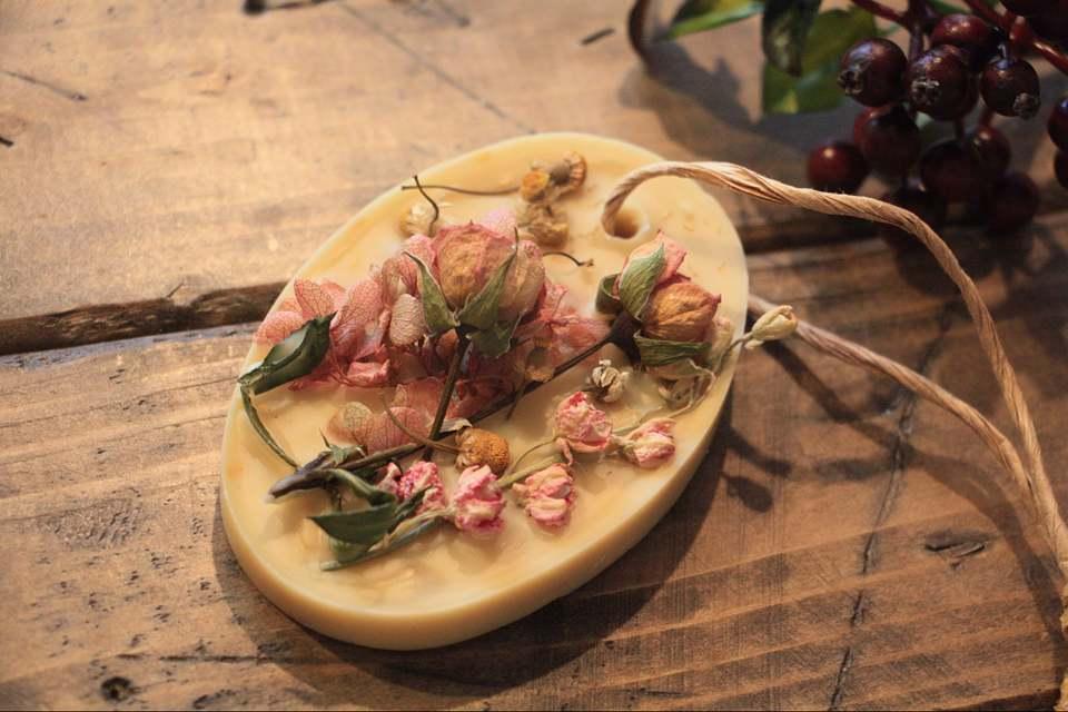 花のアロマワックスサシェ